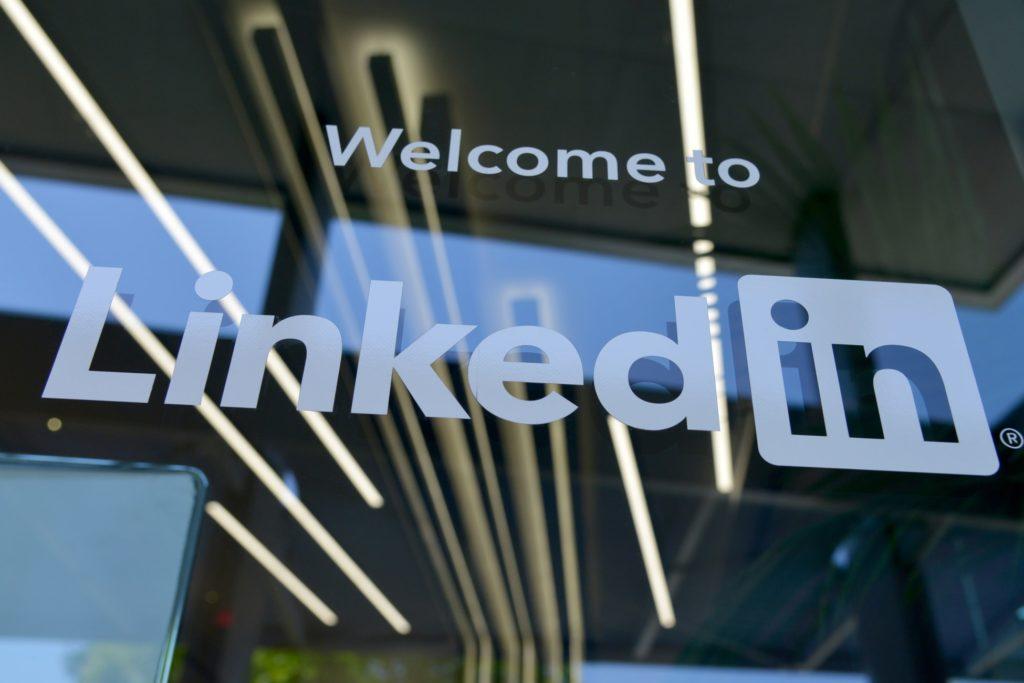 Header-LinkedIn-Stories-Sixpaths